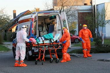 Nowy rekord zakażeń koronawirusem w Polsce. Połowa spraw z dwóch województw [NOWE DANE]