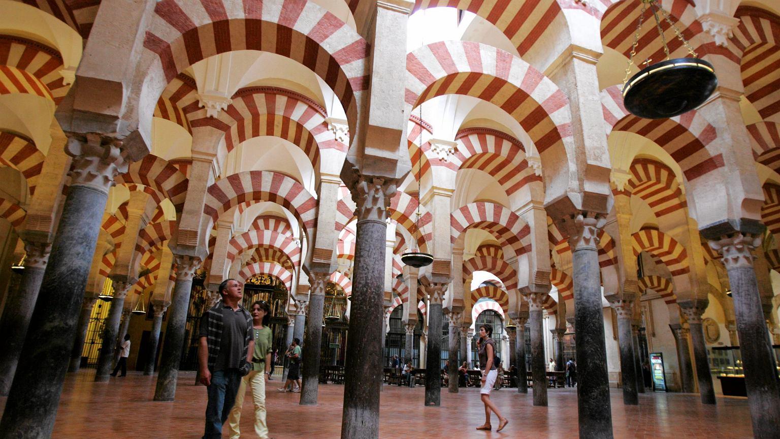 Hiszpania.  Emir Sharjah chce, aby katedra w Kordobie wróciła w ręce muzułmanów |  Wiadomości ze świata