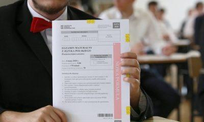 Maturę zdało 74 proc. tegorocznych absolwentów szkół ponadgimnazjalnych; 17,2 proc. abiturientów, którzy nie zdali jednego przedmiotu, ma prawo do poprawki we wrześniu - poinformował we wtorek dyrektor Centralnej Komisji Egzaminacyjnej Marcin Smolik.