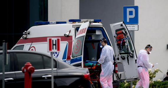 W sobotę resort zdrowia poinformował o 900 nowych przypadkach zakażenia koronawirusem i śmierci kolejnych 13 osób. Aktualny bilans pandemii w Polsce to 61 181 zakażeń i 1 951 ofiar śmiertelnych. Od początku pandemii SARS-CoV-2 w Polsce wyzdrowiało już 41 661 osób z potwierdzonym zakażeniem.