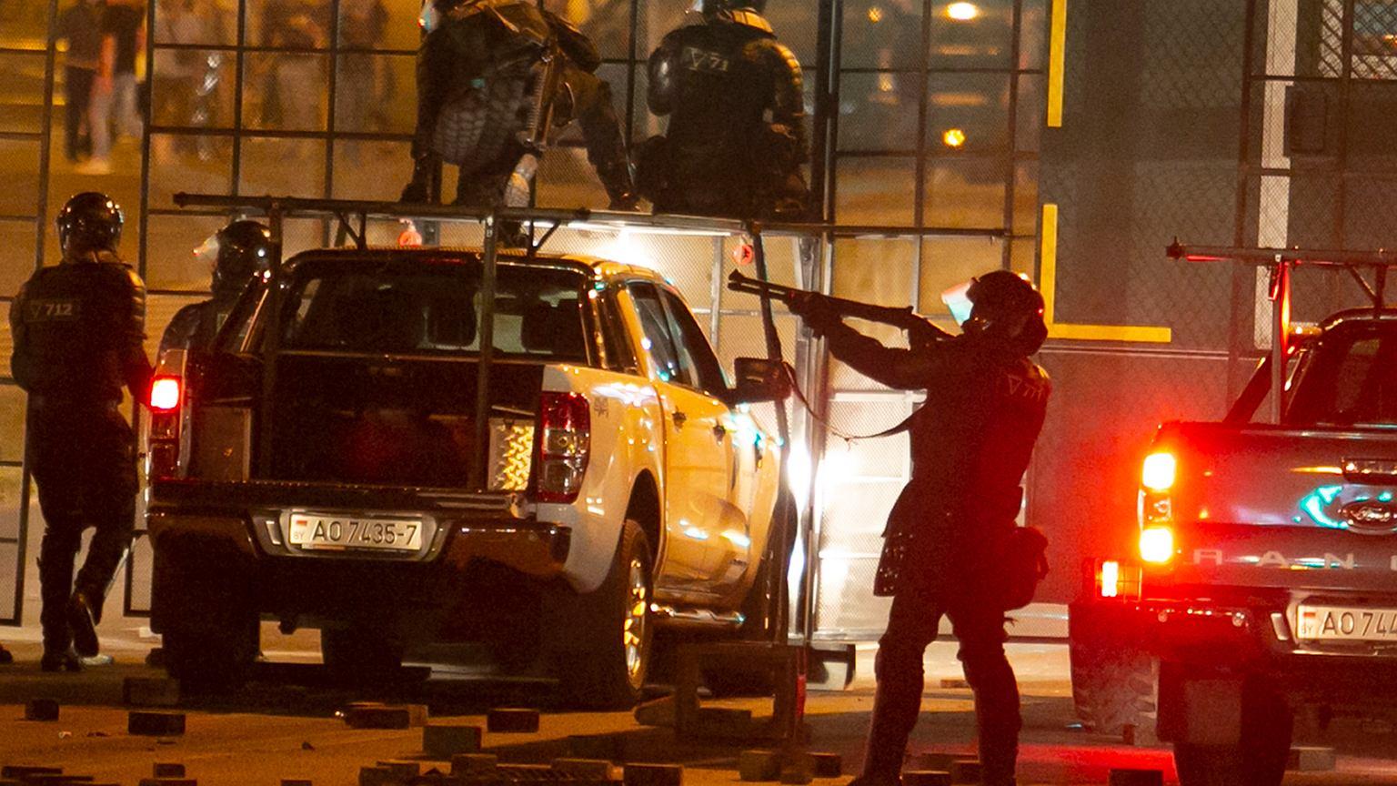 Bia³oru¶. Policja brutalnie starła się z demonstrantami, jedna osoba nie żyje