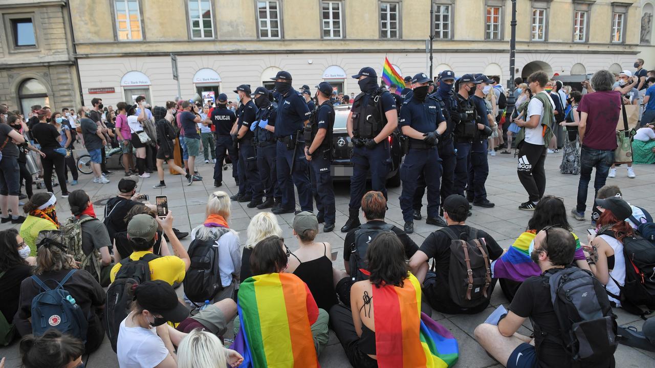 Warszawa.  Policja zatrzymała 48 osób podczas protestu społeczności LGBT